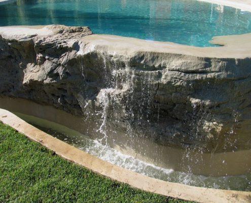 costruzione piscina scavata nella roccia